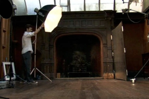 setting up photographic lights